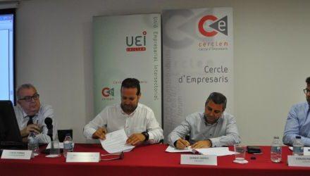 La signatura d'acords circuit de Catalunya amb Picapeo Carlos, director de l'Ibis Barcelona Montmelo-Granollers (a l'esquerra)